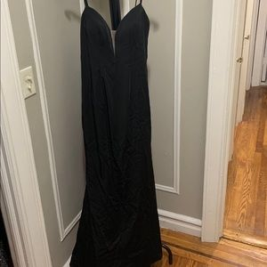SEXY FORMAL BLACK DRESS (NEVER WORN)